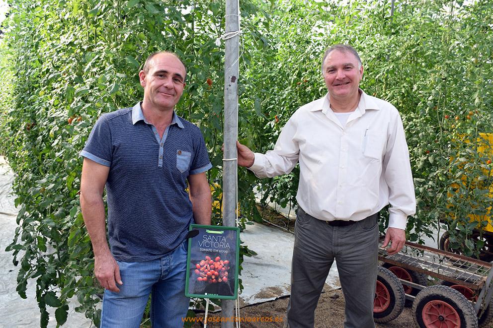 3er-agricultor-y-compañía