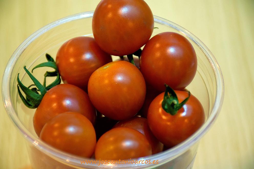 Las casas de semillas y el cherry redondo de sabor