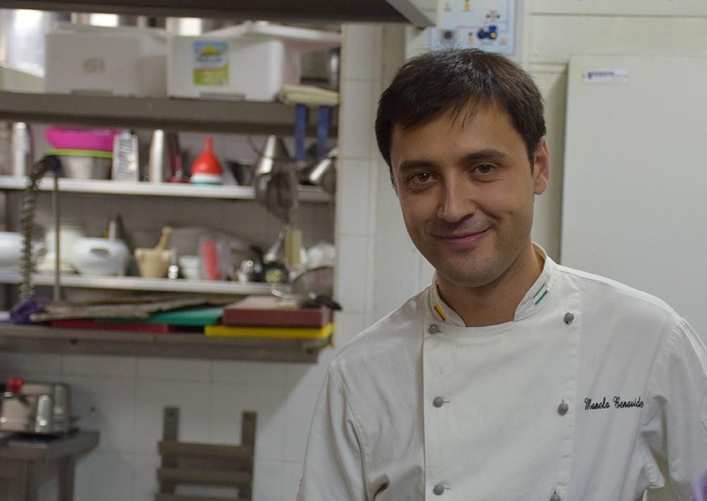 Chef Manuel Benavides muestra el secreto de las patatas suflé (vídeo)