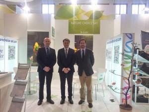Manolo Gómez, concejal de agricultura de El Ejido; Antonio Jesús Romero, gerente de Nature Choice; y Francisco Góngora, alcalde de El Ejido, en Fruit Logística (Alemania)