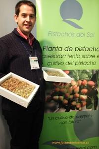 Carlos Rincón, de Pistachos del Sol, con pistachos