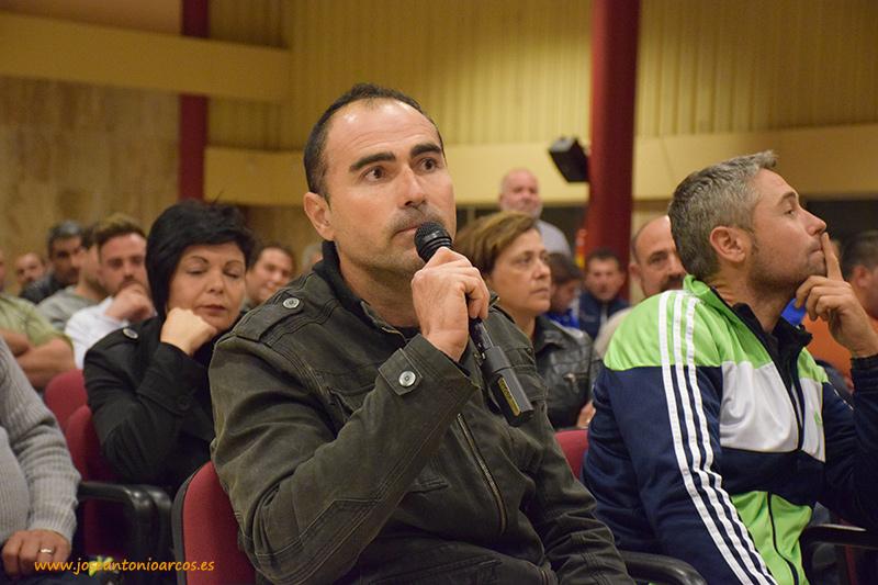 Agricultor de Granada interviene en la reunión de Campoejido