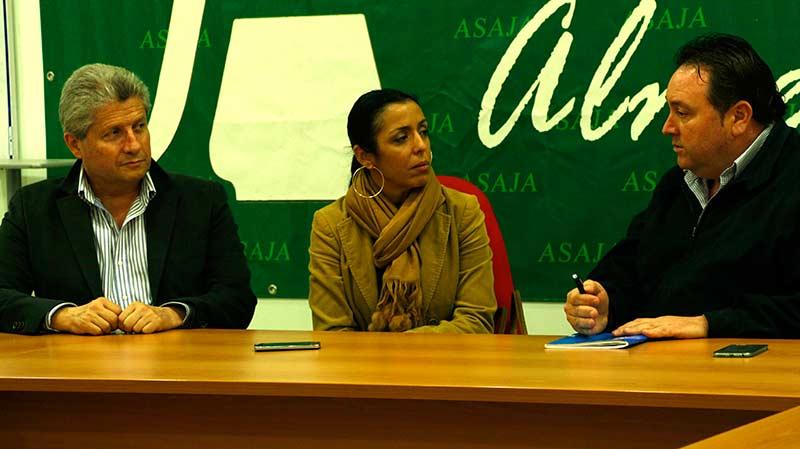 Marta-Bosquet,parlamentaria andaluza de Ciudadanos; Roberto-Baca, diputado provincial de C's, y Francisco Vargas, presidente de Asaja-Almería