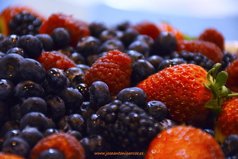 Berries frutos rojos arándanos fresas fresones grosellas moras