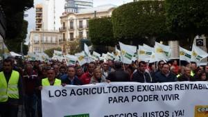 Manifa agricultores en el Paseo