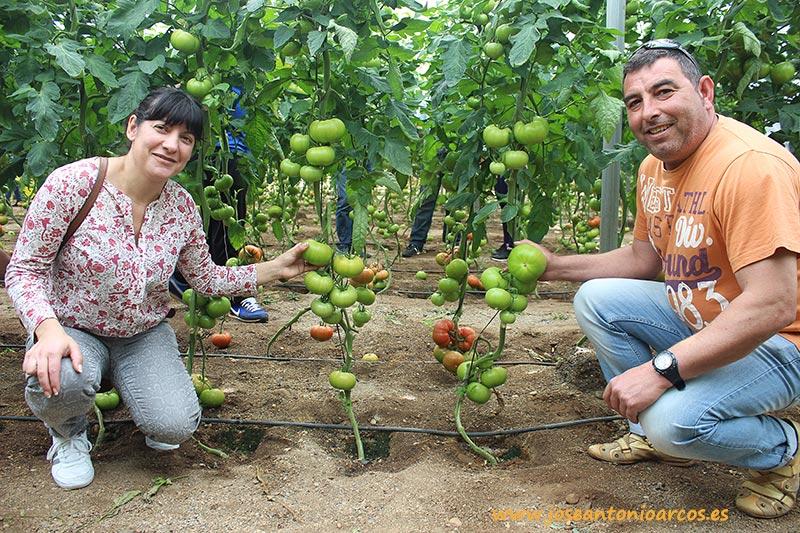 Candy López y Cecilio Zurita son un matrimonio de agricultores de Santa Mª del Águila.