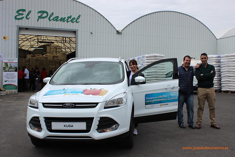 Elizabeth Uribe, promociones HM Clause; Omar Kaidi y David González, técnicos comerciales.