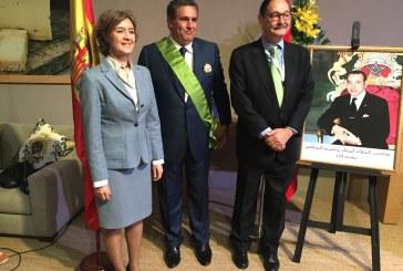 La ministra española de Agricultura impone a su homólogo de Marruecos la Gran Cruz al Mérito Agrario