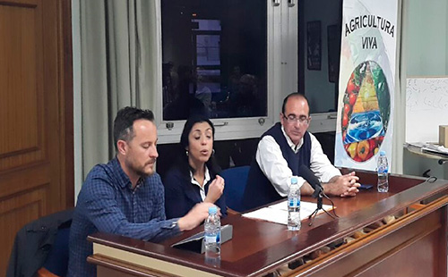 Juanjo Moreno y Marta Bosquet, de Ciudadanos; con Jesús Fuentes, presidente de Agricultura Viva en Acción