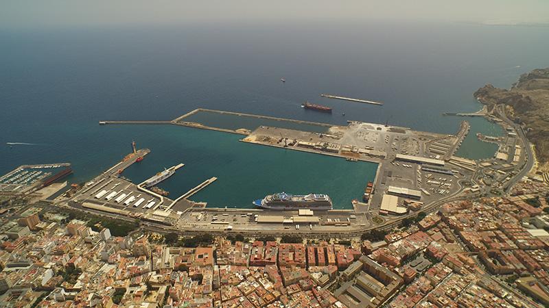 Imagen aérea del Puerto de Almería.