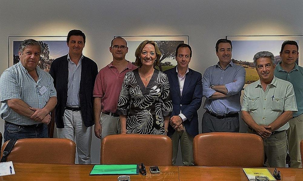 La consejera andaluza de Agricultura, Carmen Ortiz, aborda la contratación de seguros agrarios con Asaja, Coag y Upa.