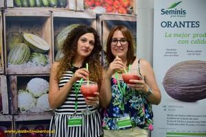 Batidos de melón y sandía de Seminis en FERIMEL. Noelia Robles y Alicia Almarcha, de Semilleros El Plantel.