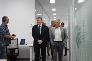 Ximo Puig y Benito Orihuel recorren el nuevo centro I+D+i de Citrosol.