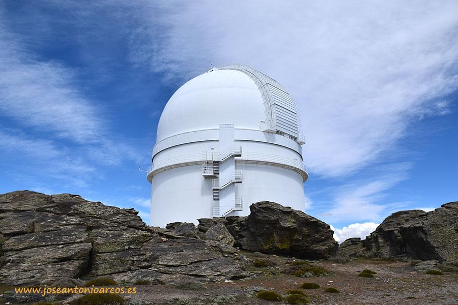 Telescopio del centro astronómico de Calar Alto en Almería, Andalucía.