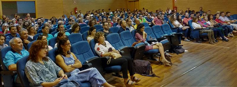 Público en SUCA, jornada sobre virosis en pepino, melón y sandía.