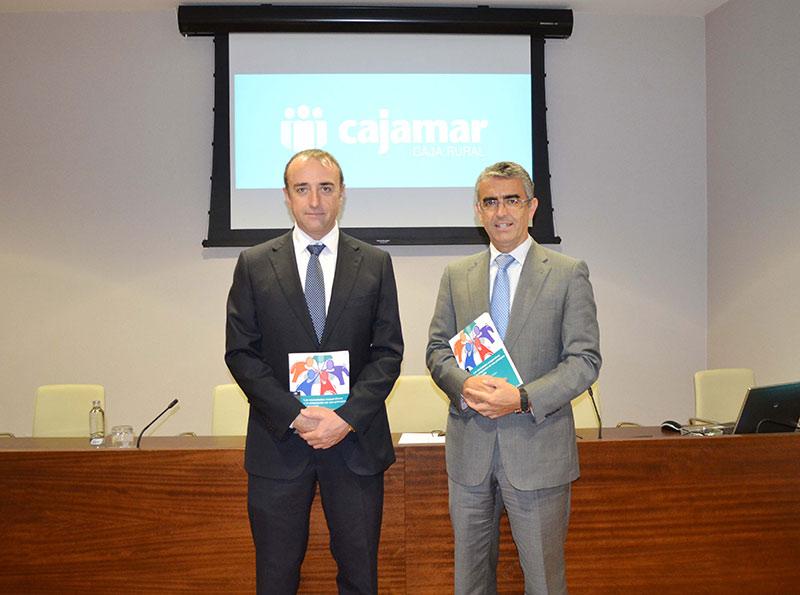 Antonio José Macías y Roberto García Torrente en la presentación del libro de cooperativas de Cajamar.