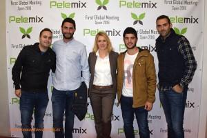 Virginia Olivares con representantes del cliente Caliplant