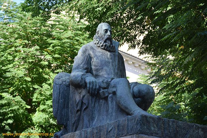 Estatua de Miguel de Cervantes Saavedra en Ciudad Real.
