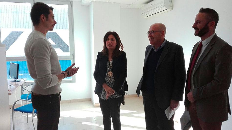 El delegado almeriense de Economía, Innovación, Ciencia y Empleo junto a la presidenta de la Autoridad Portuaria, el responsable provincial de Andalucía Emprende y Javier Morillas, promotor de Niwa Spain S. L.