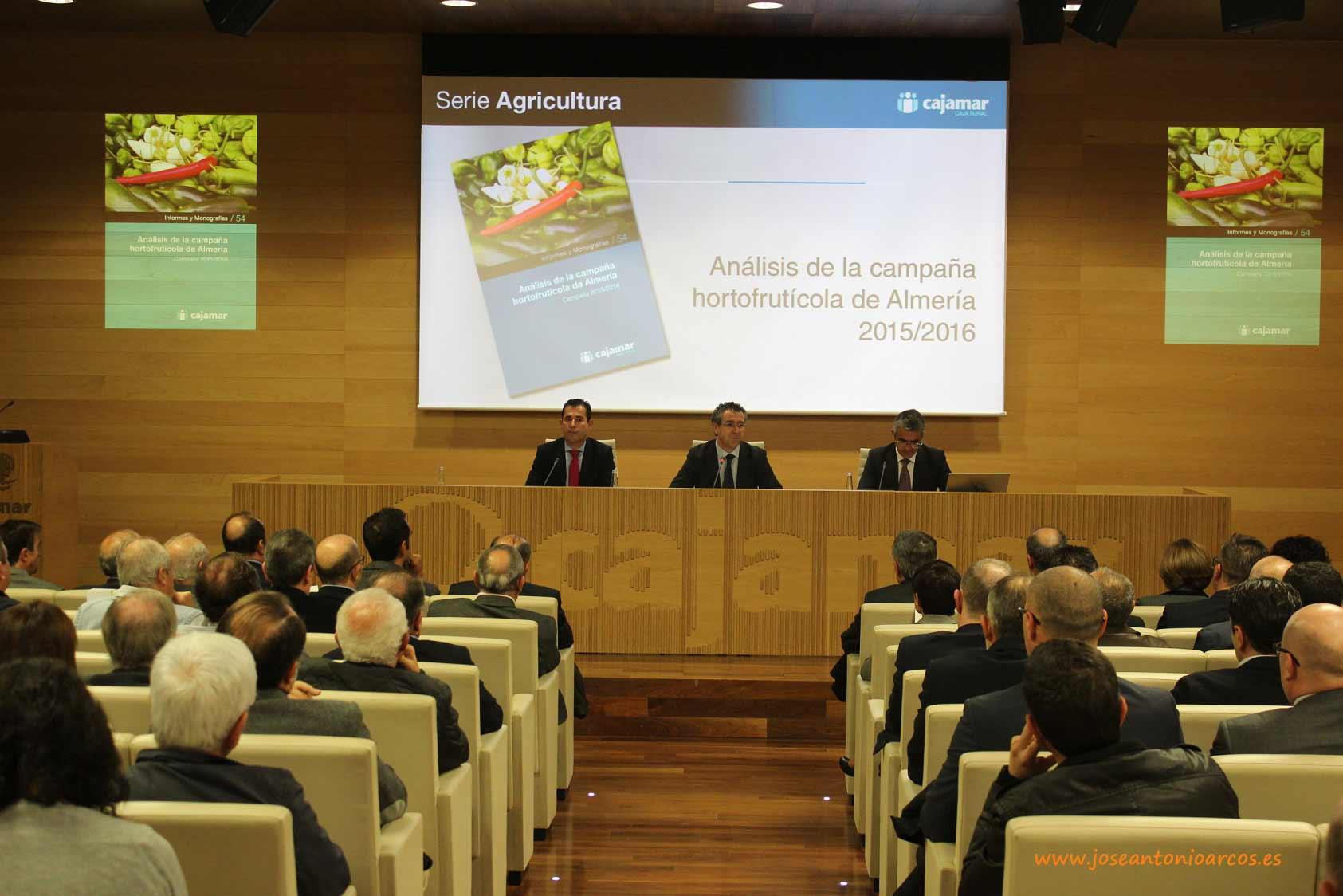 Informe hortofrutícola Cajamar 2016. Almería