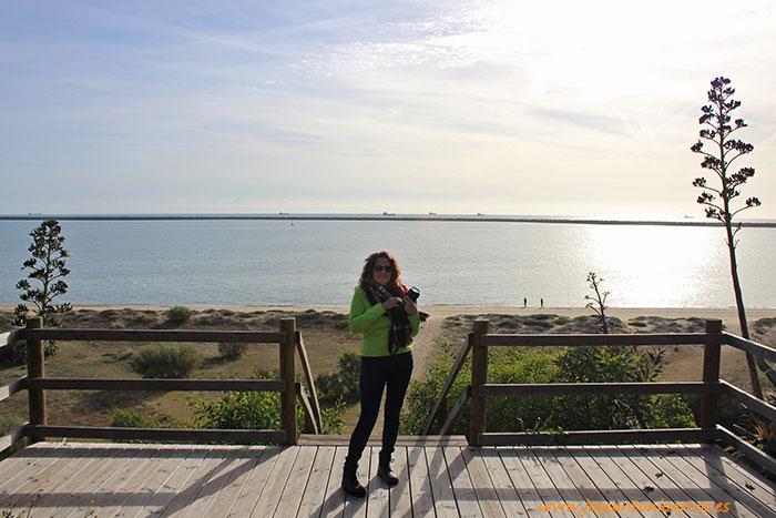 Ana Rubio Cid viajando por Huelva, en Palos de la Frontera.