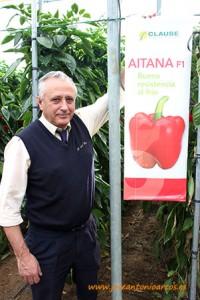 Juan José, de autocares Ramón del Pino, con el pimiento Aitana, de HM Clause.