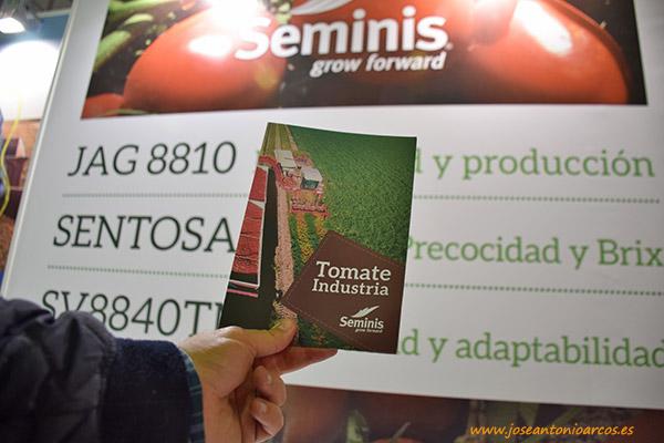 Catálogo de tomate de industria de Seminis en FEVAL, Agroexpo 2017, Don Benito.
