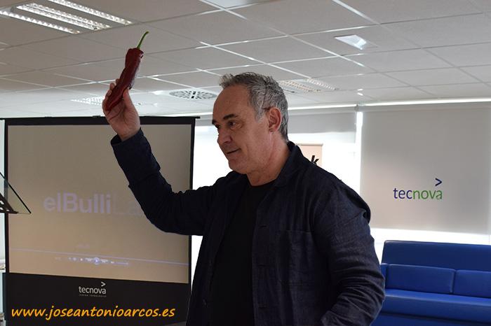 Ferran Adrià con el pimiento Sweet Palermo de Rijk Zwaan (RZ).