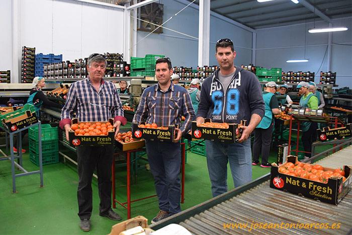 Juan Blanes, padre; Fidel Blanes y su hermano Juan Blanes en el almacén de Naturfresh.