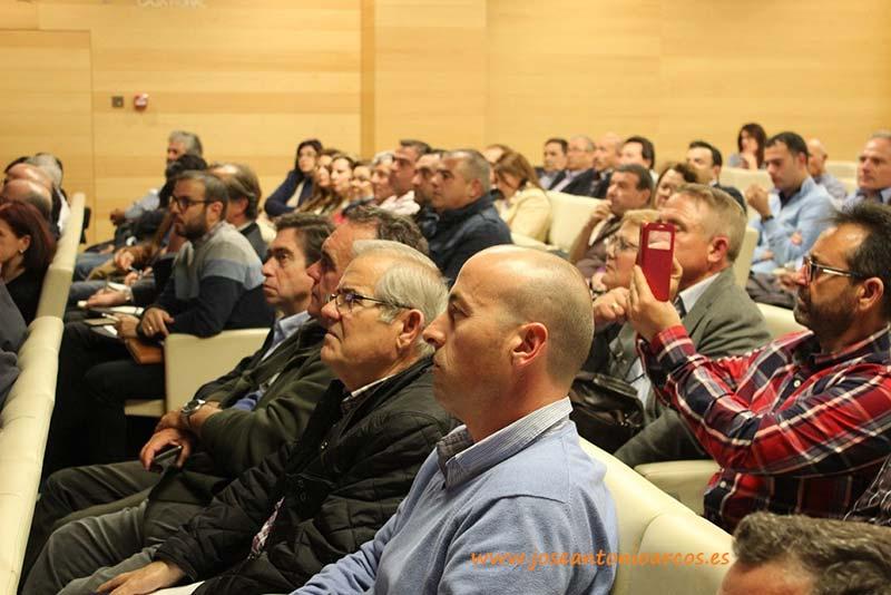 Público profesional asistente a la jornada organizada anoche por Asaja y Coag en Almería.