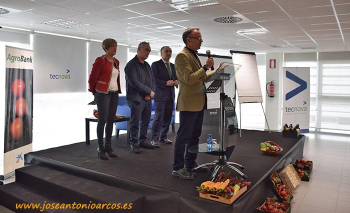 Caixabank y Tecnova organizan una charla de Ferran Adriá ante 200 empresarios almerienses.