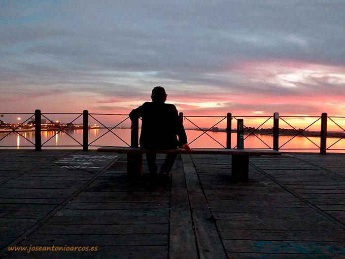 José Antonio Arcos. Atardecer en el Muelle del Tinto de Huelva.