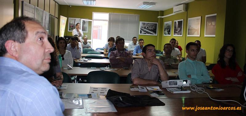 Charla de los alumnos de la Escuela Agraria de Vícar en la sede de Coag Almería.