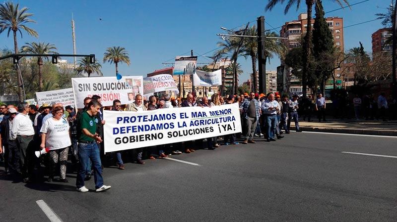 Manifestación de agricultores murcianos reclamando agua.