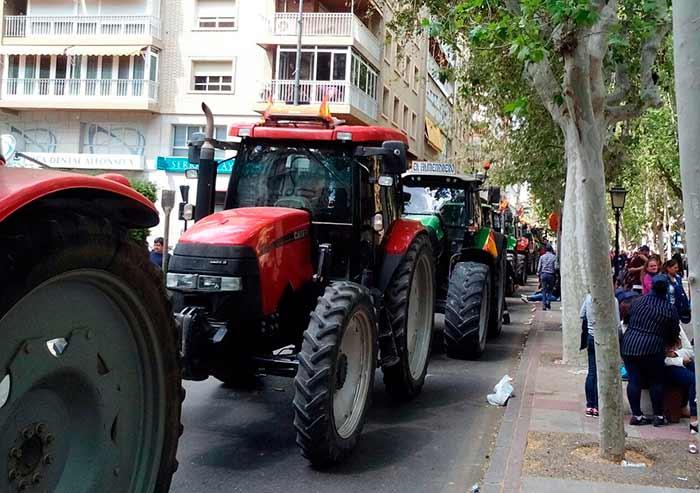Murcia pide agua para su agricultura. Protesta en la ciudad de Murcia. Abril de 2017.