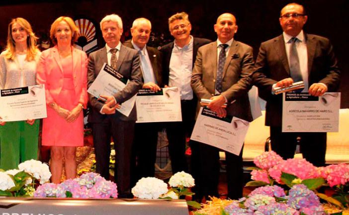Navarro de Haro recibe de la Junta el Premio a la Innovación Agrícola