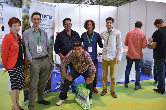 Agricultores y técnicos en el expositor de Nostoc Biotech en InfoAgro Exhibition 2017.