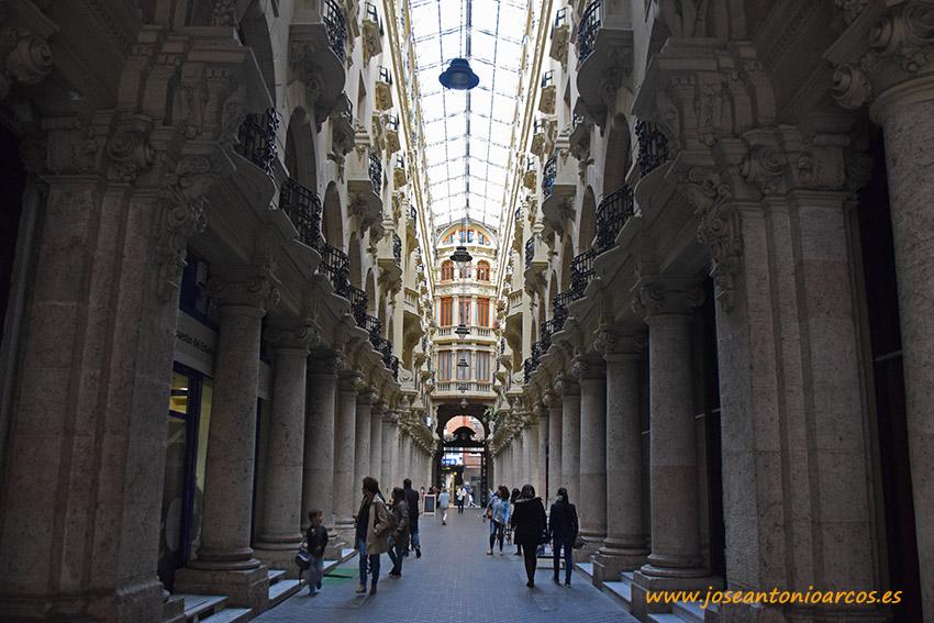 El emblemático pasaje de Lodares en el centro de Albacete.