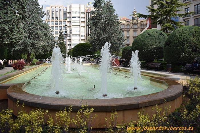 Fuentes en la plaza Altozano de Albacete.