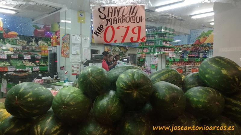 Sandías de Marruecos en fruterías de Madrid.
