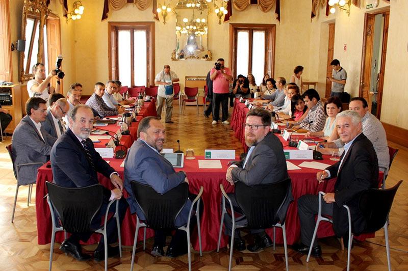 Rodrigo Sánchez Haro con representantes del sector hortofrutícola almeriense.