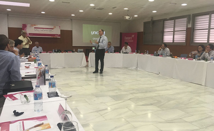 Enrique de los Ríos acerca el agro a empresarios del mármol, la banca o la construcción