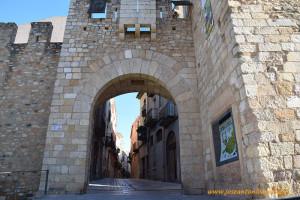 José Antonio Arcos y Ana Rubio en el pueblo medieval de Montblanch, en Tarragona, Cataluña, España.
