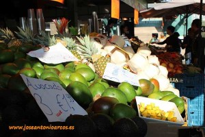 Market Hall de Rotterdam. Puesto de frutas exóticas y tropicales