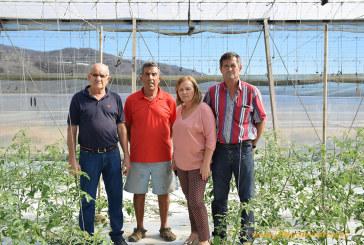Agricultores de La Rábita defienden sus invernaderos del inminente derribo de Costas