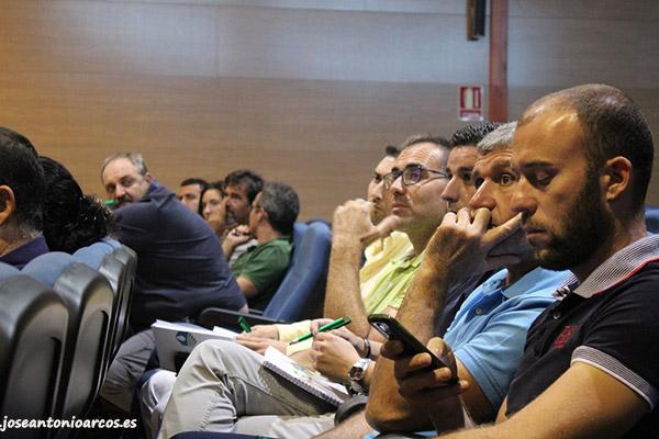 Técnicos agrícolas en la jornada de Hefona Group en SUCA.