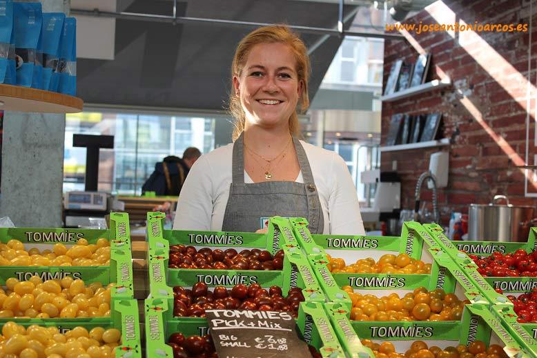 Tommies. Tomate cherry holandés en Market Hall, Rotterdam.