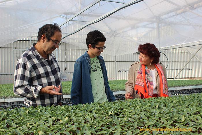 Productores de Granada de visita en las instalaciones de Cristalplant en San Agustín (Almería).