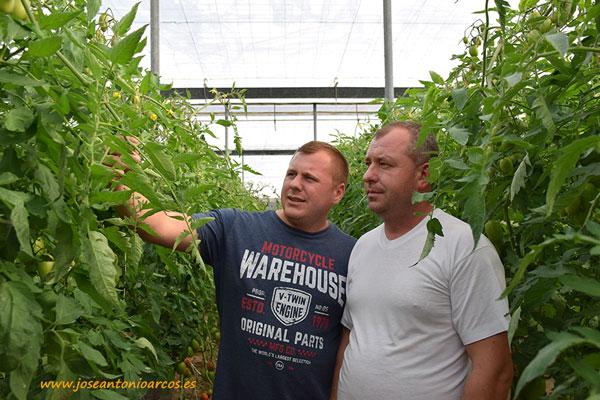 Robert y Dumitru, productores de la zona de Campohermoso
