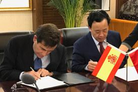 La muralla china se abre al melocotón y a la ciruela española